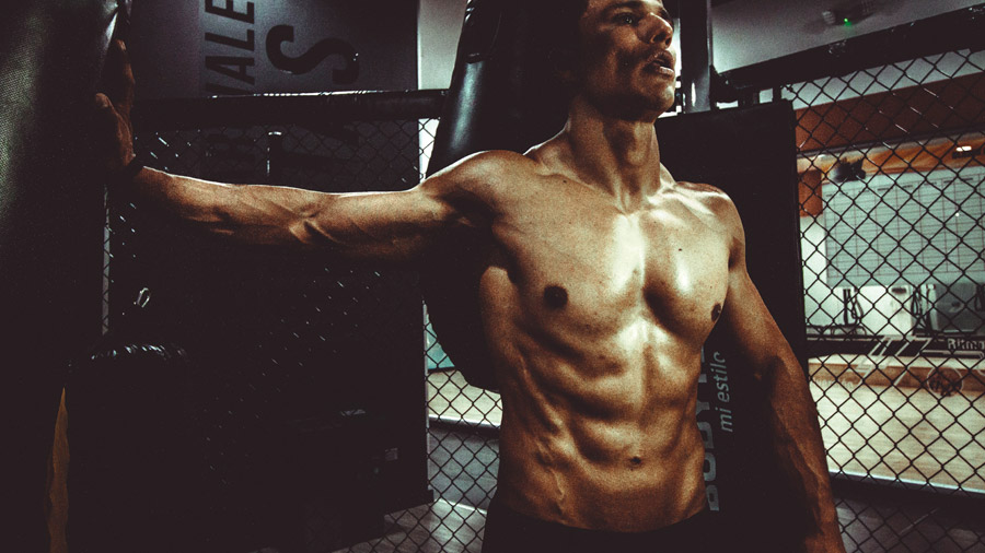 男性の胸囲の測り方
