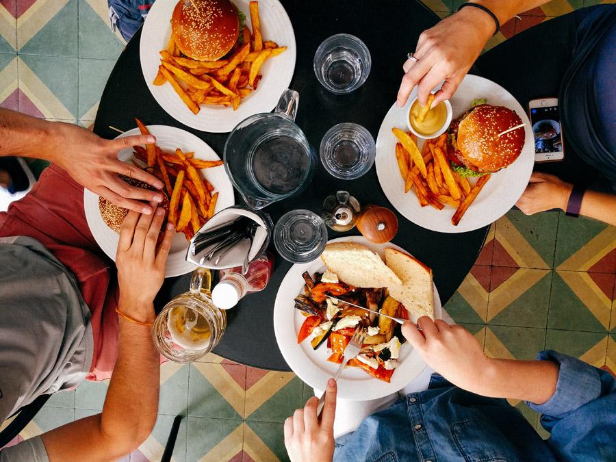 筋トレ直後の食事は何を食べるのが理想?最も効果的な栄養&食べ物リスト!